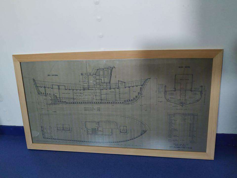 Embarcação a motor para pesca industrial não agremiada. Escala: 1/25