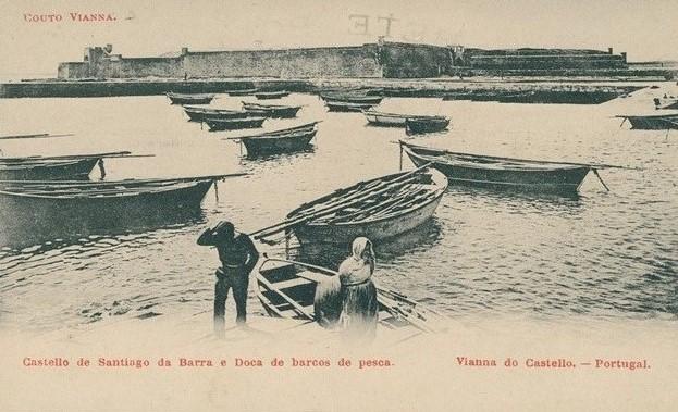 Castello de Santiago da Barra e Doca de barcos de pesca