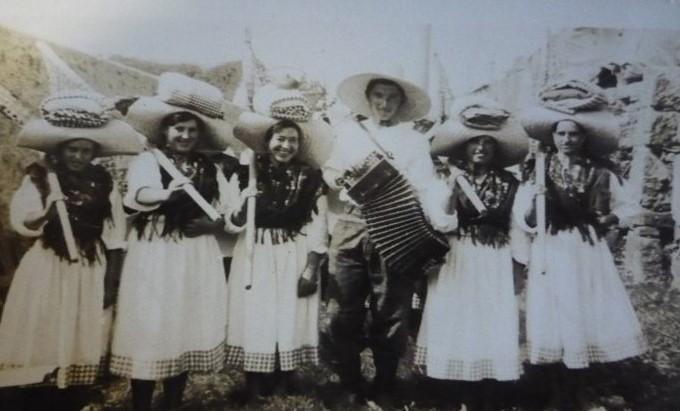 Sargaceiras de Afife na Festa do Traje, 1949